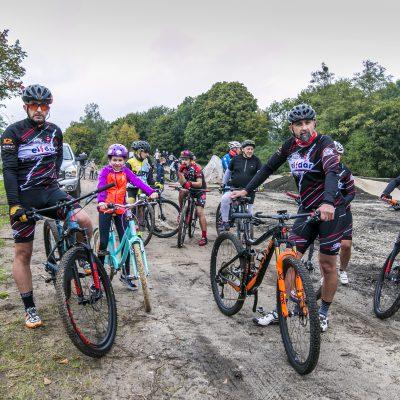 rowerzyści na trasie toru MTB w Przechowie