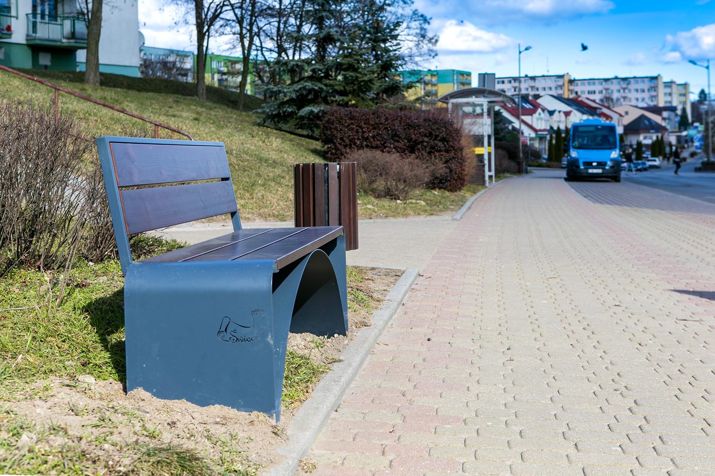 nowe ławki w parku