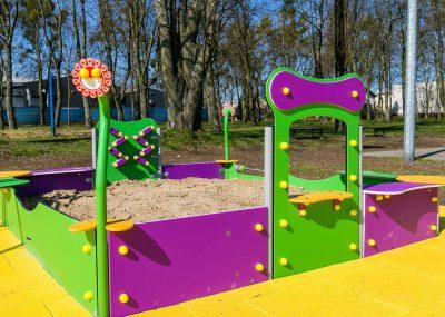 Nowy plac zabaw w Sulnowie, widok na piaskownicę