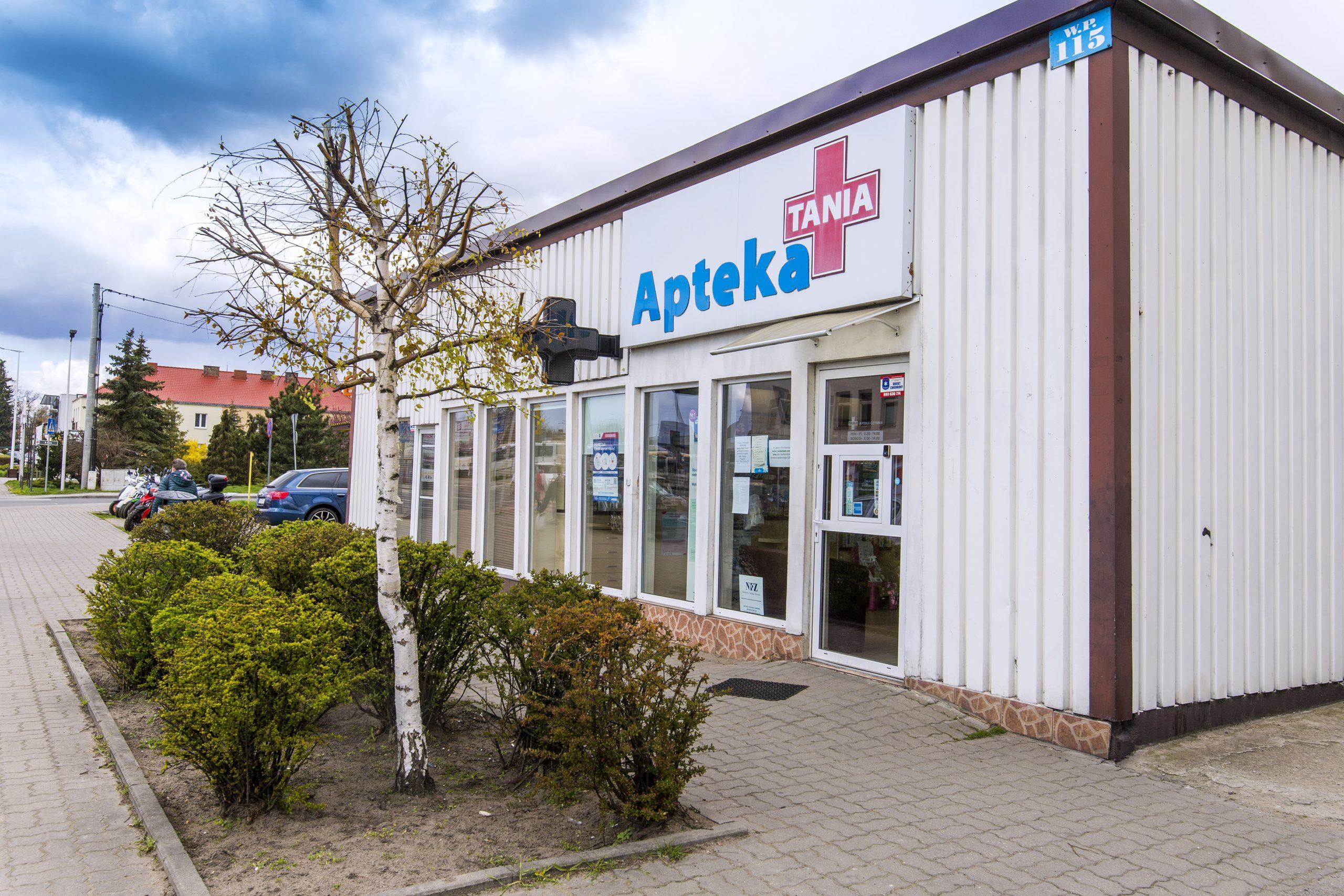 widok na siedzibę Apteki Tania