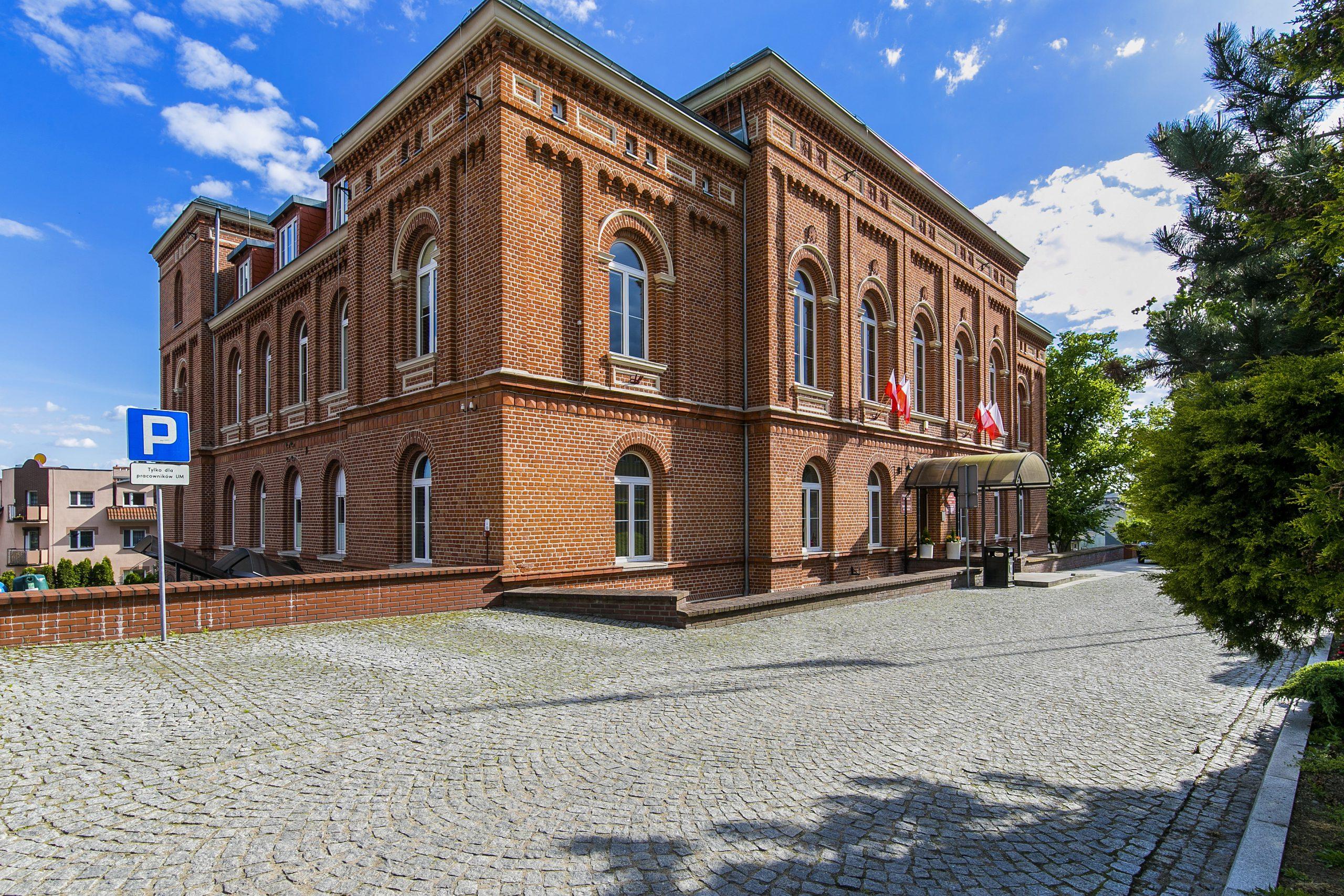 widok na budynek Urzędu Miejskiego w Świeciu