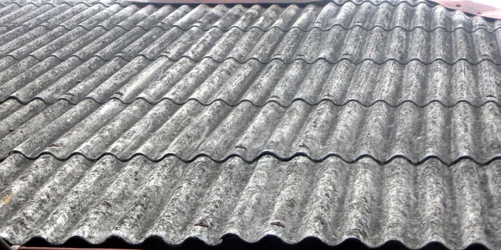 Dach pokryty azbestem