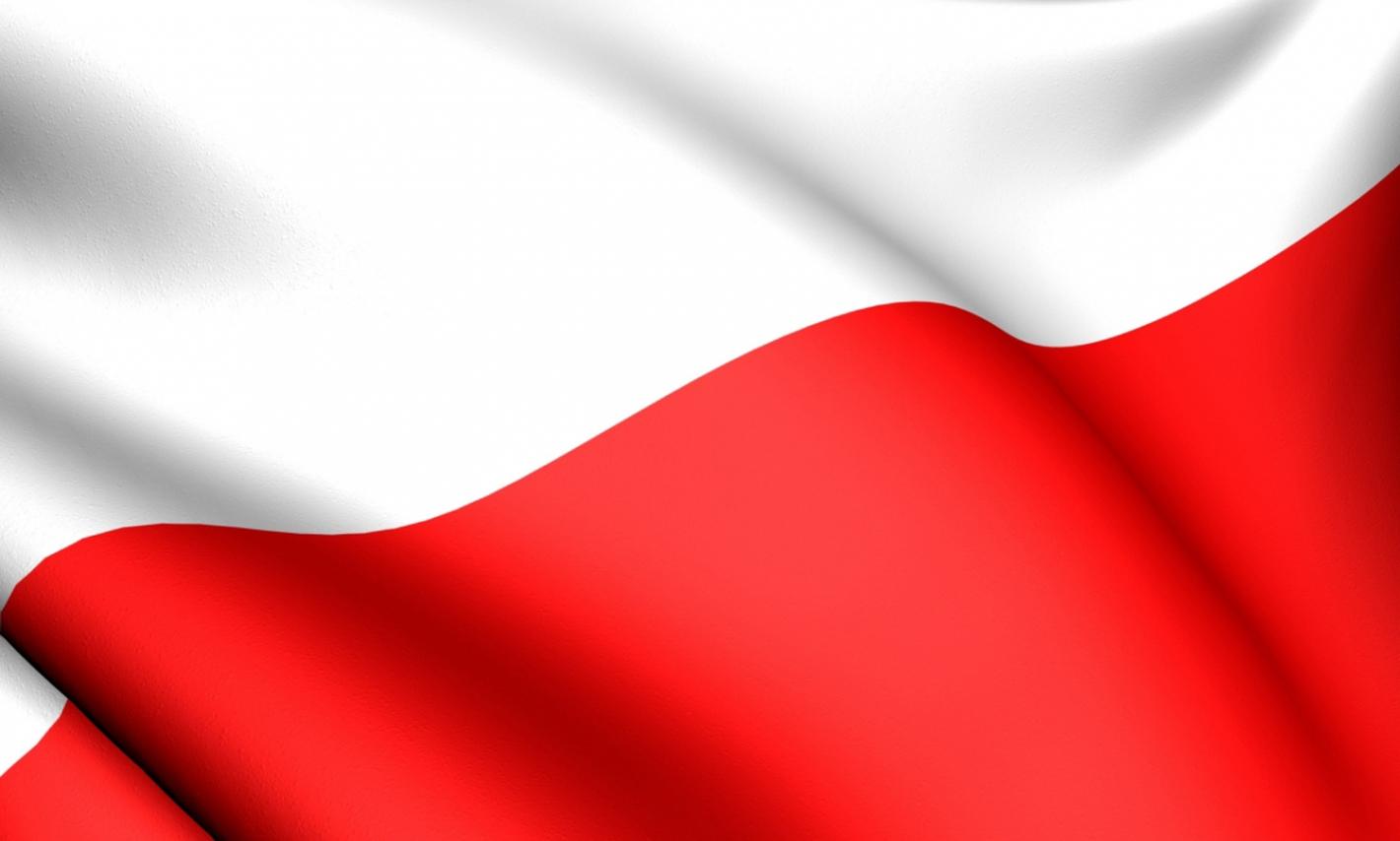 powiewająca flaga Polski