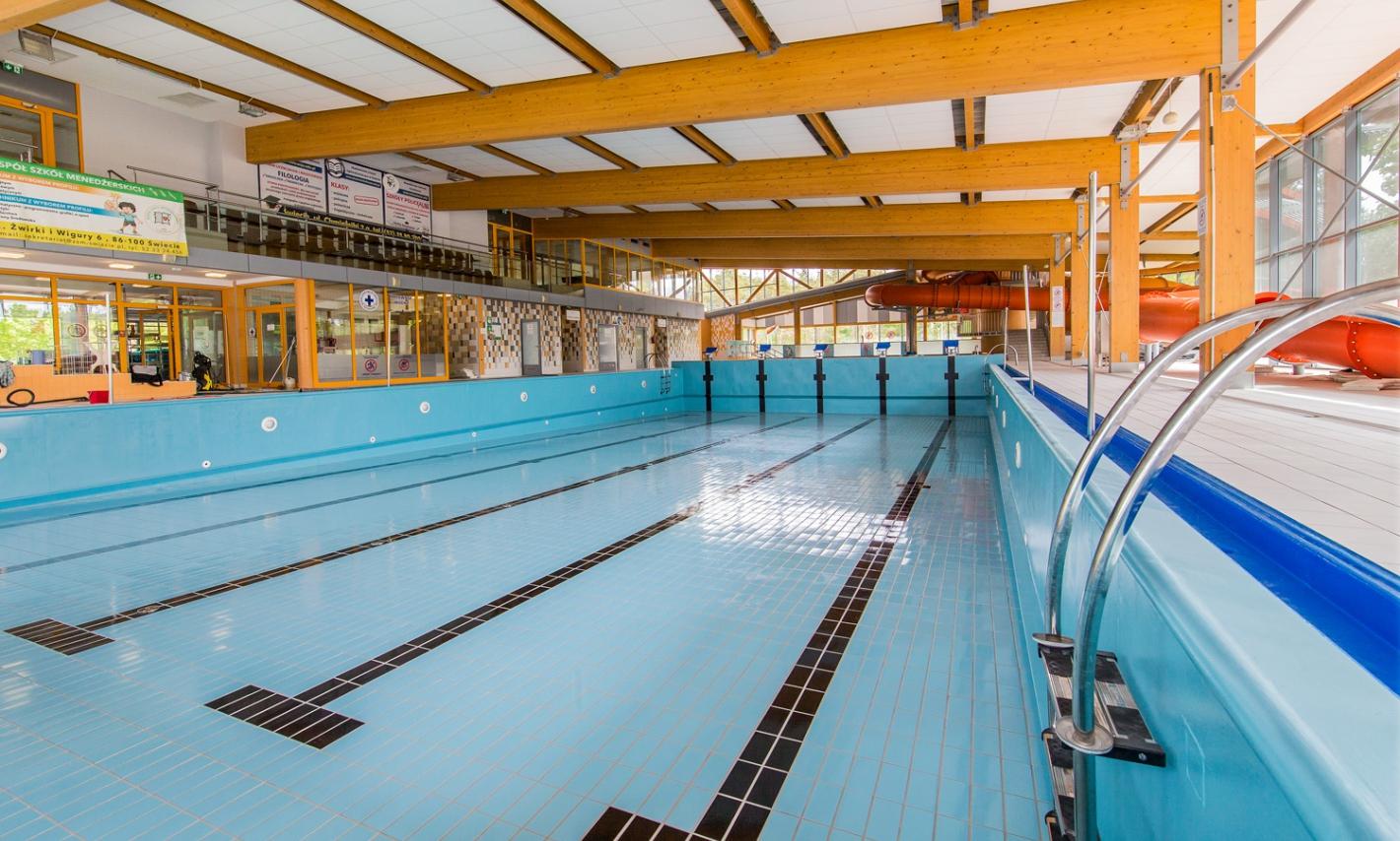 widok na wyremontowaną nieckę basenu