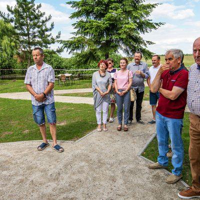 na zdjęciu uczestnicy otwarcia centrum rekreacyjnego w Wiągu