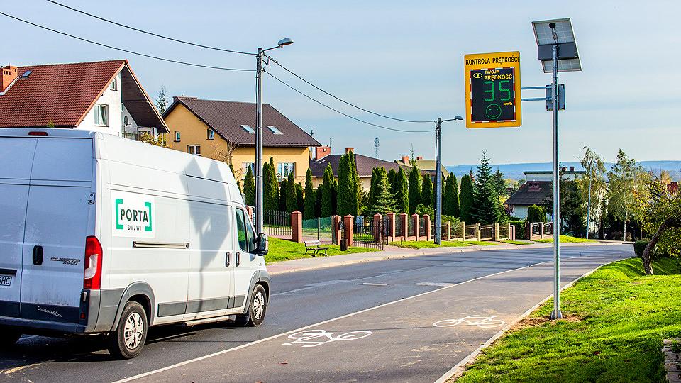 Wyświetlacz prędkości na ul. Małcużyńskiego
