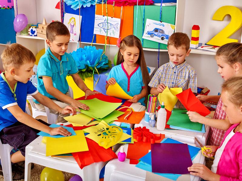 Dzieci podczas zajęć edukacyjnych